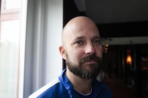 Mattias Sjöholm skulle gärna se en man med ekonomiska muskler i sitt Motala.