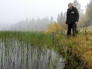Iwan Örjebo har lyft frågan om igenväxning av Öjarsjön hos kommunen och länsstyrelsen men beskedet därifrån är att pengar saknas.