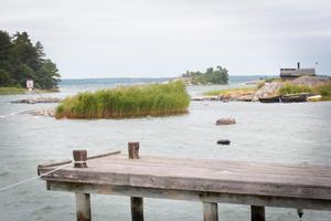 Om något av Sveriges grannländer på andra sidan Östersjön utsätts för ett militärt angrepp, måste man räkna med att det väldigt snart kommer att anlända båtflyktigar till skärgården utanför Nynäshamn.