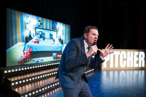 Komikern Al Pitcher kommer tillbaka till Sundsvall, nu med showen Sweden syndrome som tar upp varför han kommit att älska landet med stark kaffe och surströmming. Foto: Robert Eldrim