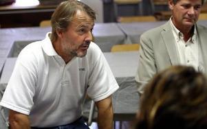 -- Dagbarnvårdarna har skjutsat barn i 25 år, men helt plötsligt säger kommunen nej utan att vilja diskutera, menar Greg Berglund, språrör för föräldrarna i Kniva. FOTO: JOHNNY FREDBORG