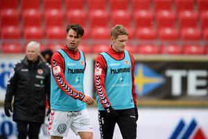 Kalmar, med Melker Hallberg och Rasmus Elm, lyckades inte vinna sin premiärmatch i cupens gruppspel mot Åtvidaberg. Nu leder ÖFK gruppen när första omgången är spelad.