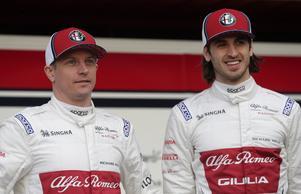Det är mycket nytt i F1-depån den här säsongen: Kimi Räikkönen och Antonio Giovinazzi har ersatt Marcus Ericsson och Charles Leclerc i Sauberstallet som bytt namn till Alfa Romeo. Foto: Manu Fernandez/TT