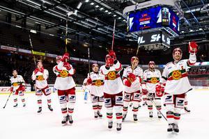 Morajubel efter lagets lika viktiga som övertygande seger borta mot Linköping under torsdagen. Foto: Peter Holgersson/Bildyrån