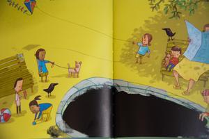 I lekparken kan det svarta hålet - saknaden efter Stig - växa sig väldigt stort. Teckning: Per Gustavsson