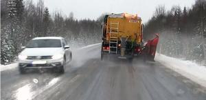10 956 namnunderskrifter har samlats in mot att salta länets vägar.