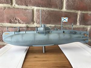 Modell av u-båten Som kommer utgöra en del av minnismärket. Modellen mäter cirka 20 centimeter medan u-båten som fortfarande ligger kvar på havets botten utanför Grisslehamn är 20 meter lång och 3,4 meter bred. Foto: Ocean X Team
