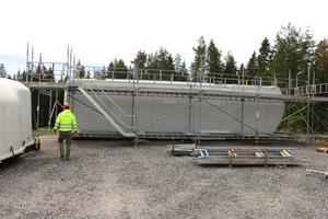 Maskinhuset är stort som en buss och innehåller bland annat generator, växellåda och huvudaxel.