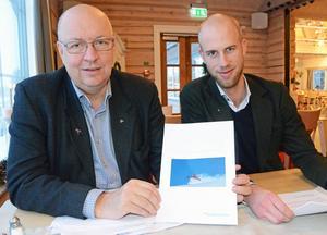Sjukvårdsalliansens Ulf Berg (M) och länsordförande Carl-Oskar Bohlin (M) har ledsnat på de blocköverskridande samarbeten som följt när de rödgröna tappat majoritet i fullmäktigen i Dalarna. DT:s Gabriel Ehrling Perers menar att den nya hållningen har logiska luckor – och är farlig. Foto: Anders Mojanis/ARKIV.