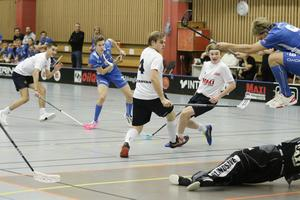 David Persson med ännu ett skott mot Härnösands målvakt Wille Swedin.