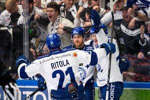 Mattias Ritola och övriga leksingar spelar en träningsmatch mot Örebro i Ludvika på försäsongen. Foto: Daniel Eriksson