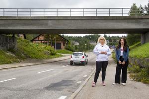 Ann-Charlotte och Katja Persson har varit med om många översvämningar vid viadukten i Bergvik.