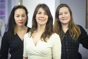 Johanna Mörk och Tini Warg driver tillsammans klädmärket Tini garments och anlitar sömmerskan Matilda Olsson för att ta designen till en fysisk produkt.