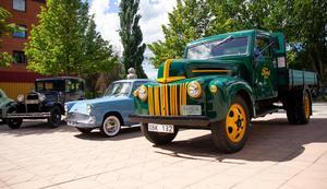 Hälsinglands fordonshistoriker visade upp bilar och lastbilar som på olika sätt hade koppling till SJ och järnvägens glansdagar i Bollnäs.