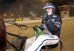 Nicklas Westerholm efter segern med It's Showtime Zaz.  Foto: Micke Gustafsson/Foto-Mike/Kanal75