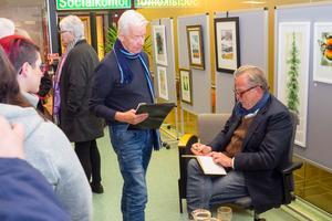 Lullen Hoflin, Bruksvallarna och Sveg, passade på att få en autograf.