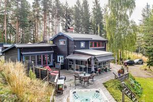 Fastigheten i Sunnansjö säljs både som fritidshus eller permanentboende. Foto: Carina Heed