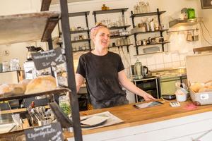 Veronica Westerlund, som har bageri och kafferosteri i Funäsdalen, ser rekoringen som ett sätt att nå ut och träffa nya kunder, men också som ett sätta att stötta andra producenter.