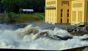 Under måndagen var medelvärdet 891 kubikmeter vatten per sekund.