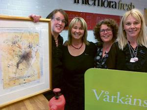 Blomsterverkstan & Nya rum blev lyckliga vinnare i Lions företagslotteri. Bild: Carola Karlsson.