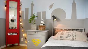 Helena Nords femårige son Vilgot önskade sig ett superhjälterum. Tillsammans har de målat, pysslat och förvandlat rummet så att båda är nöjda.