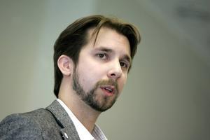 Hans Forsberg (C) är en politiker som åker till Örnsköldsvik för att få reda på hur de jobbat med sitt landsbygdsprogram.