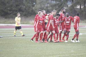 Sala FF firar målet som gjorde att de vann SA-triangeln.