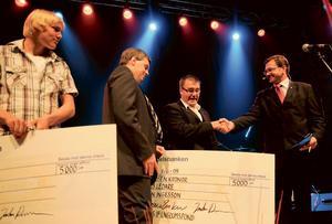 Två stipendier delades ut till Edsbyns Alpinas Björn Ingesson och bandytalangen Martin Frid.