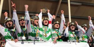 VSK tog sitt första SM-guld på damsidan efter stor straffdramatik.