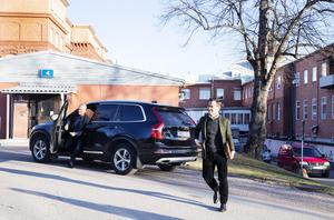 Efter Sandvik åkte Ulf Kristersson, M, till Gävle sjukhus och ambulansen.