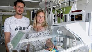 Hampus Engström och Linda Fridland tillsammans med sonen Ture som föddes elva veckor för tidigt. Ture har en stor familj som förutom Hampus och Linda  består av ytterligare en pappa, Erik Fridland och åtta syskon i åldrarna 1,5 -18 år.