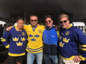 Hockeyprofilerna Jonathan Hedström, Mattias Timander och Fredrik Warg, samt vännen Fredrik Söderberg är på plats under VM-finalen i Köpenhamn.