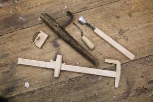 Skave, bandhake och laggskotta är bara några av de specialverktyg som användes av hantverkarna.