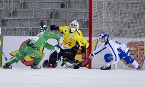 Markus Kumpuojas sista mål i Hammarby. Här kvitterar han till 5–5 i slutsekunderna mot Villa i bronsmatchen på Tele2 Arena 2015. Adam Gilljam avgjorde sedan matchen med sitt 6–5-mål i förlängning. Foto: Marcus Ericsson / TT