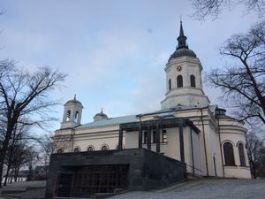 Domkyrkan i centrala Härnösand med lokalen för körrepetitioner som byggdes intill. Foto: Lars Landström