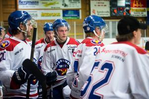 Johan Kolbäck, i mitten, och hans Njurunda SK hade en jobbig kväll.