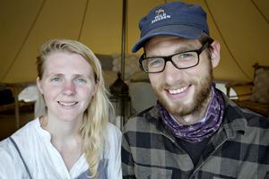 Raoul Sleijser och Sara De Boer började som volontärer på bruket för snart ett år sedan. Till sommaren startade de upp ett eget tältkoncept.