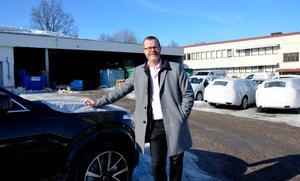 Martin Persson, koncernchef på Bilbolaget, satsar på ett stort på däckförvaring. I höst står det nya däckhotellet klart.