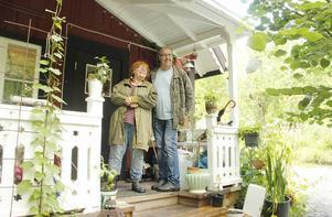 Vinden tog en annan väg och Helena och Sven fick behålla sitt hus den här gången.