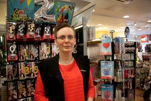 Ann-Sofie Nyberg, butiksägare på Leklust, tycker att charmen med leksaksbutiker försvinner genom e-handeln.