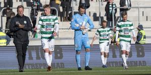 Spelare deppar efter förlust mot Varberg.  Foto: Anders Forngren/Bildbyrån