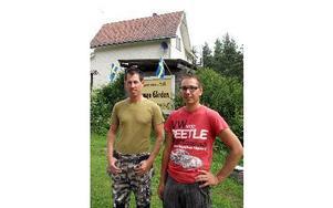 Walter Janssen och Vincent Zaalmink köpte gården i höstas. Nu driver de Amunge Gårdens Bed  Breakfast.FOTO: HANS BLOOM