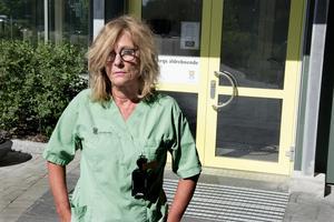 Agneta Öhrn säger att många som sökte sig till jobben på Hälleborgs äldreboende är besvikna och känner sig lurade, inte minst efter den senaste personalneddragningen.