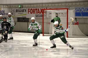 Västerås tog hand om tredjeplatsen i damernas elitserie efter tre mål från Matilda Plan.