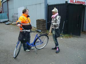 Göran Lofjärd kunde lämna tillbaka cykeln som Biståndsgruppen sålt av misstag.