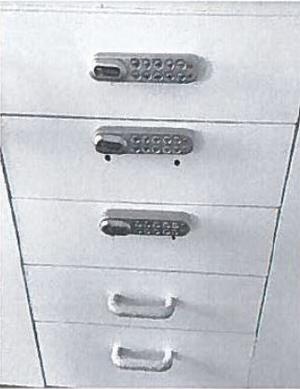 En av de första åtgärderna som gjordes var att se till att kökslådor med knivar fick lås.
