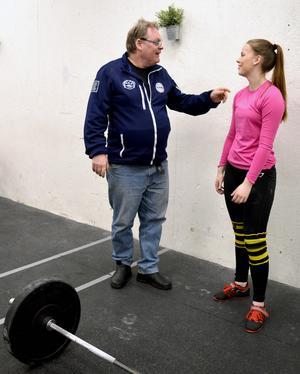 Tränarna på atletklubben finns på plats under varje träning, det uppskattar Joanna Thyni som genom 70 i ryck och 80 i stöt tagit hem ett NM-silver.