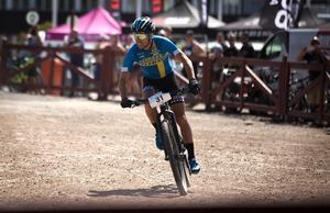Emil Lindgren har vunnit båda etapperna och leder Borlänge Tour inför söndagens avslutning.