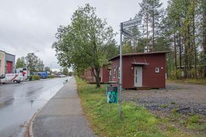 Östersundshem äger idag 98 attefallshus utspridda i åtta områden runt om i kommunen. Här finns ett gäng längs Inspektörsvägen på Körfältet.