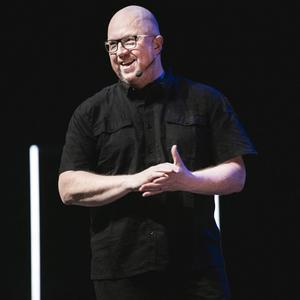 """Söndagen den 17 november kommer komikern Anders Jansson till Estrad med sin nya show """"Radikal optimist"""". Foto: Pressbild/Nils Bergendal"""